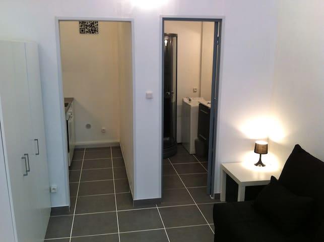 studio meuble 20m2 avignon centre appartements louer avignon provence alpes c te d 39 azur. Black Bedroom Furniture Sets. Home Design Ideas