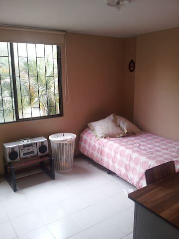 FURNISHED ROOM FOR RENT - Medellín - ที่พักพร้อมอาหารเช้า