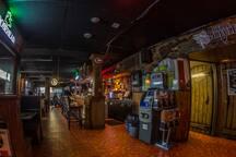 resto bar La Maisonnée au coin de la rue (à 92 metres/1 minute a pie)