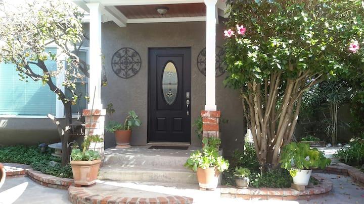 Charming Casita (Private Entrance)