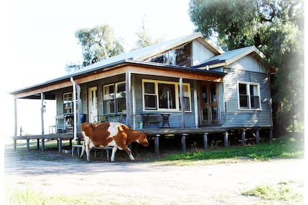 The Shack - a rustic, rural retreat - Riverside, Horsham