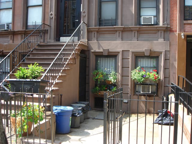 Beautiful Harlem Brownstone, view from the outside.