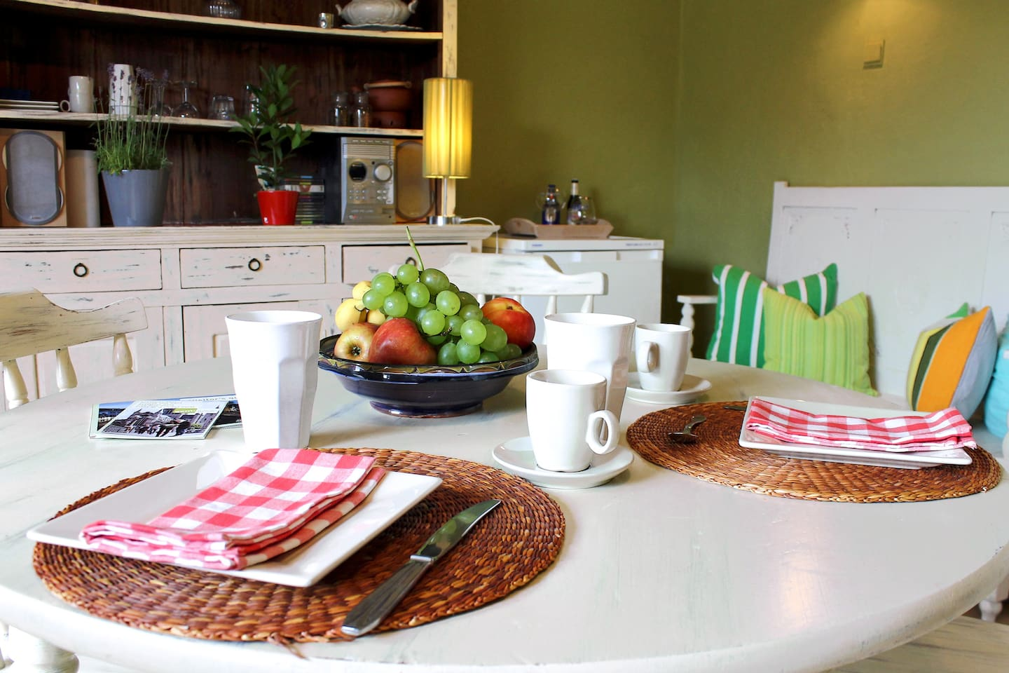 Enjoy Your Breakfast in a sunlit kitchen. Nice view all year through