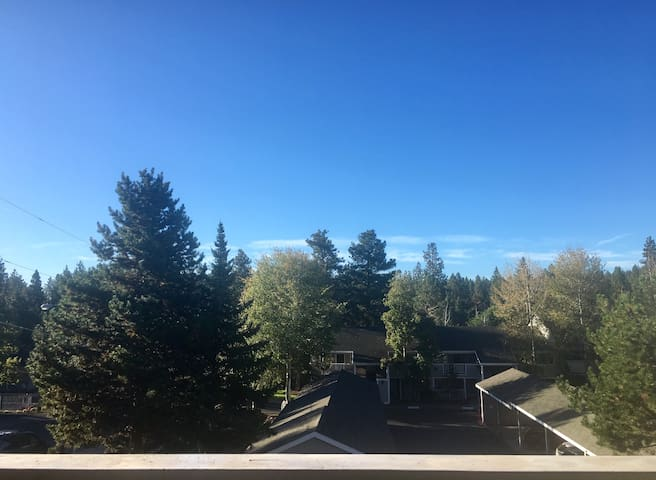Peaceful 1 BD Condo in River West - Walk To Town