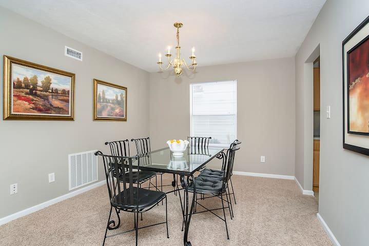 ♡Family Friendly♡2-story, 5 min to Grand Park