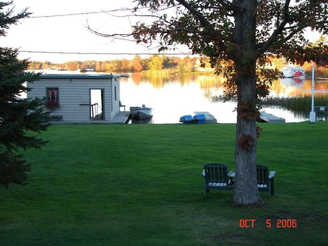 1 Bdrm  Waterfront Cottage  2-4 ppl - Port Severn - Hytte