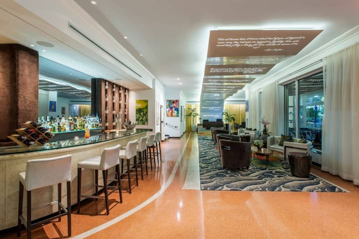Suite with Terrace in Boutique Hotel - Ocean Drive