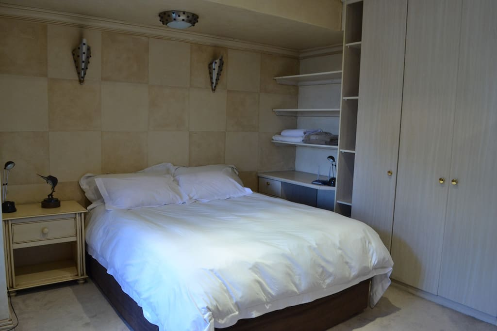 Sophisticated bedroom with shared bathroom, underfloor heating and ceiling fan