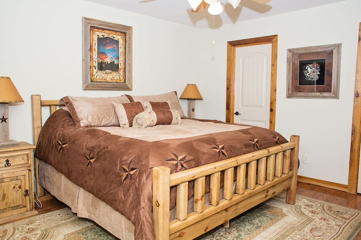 """""""The Plymouth Rock"""" room at Durham's Roost B&B"""