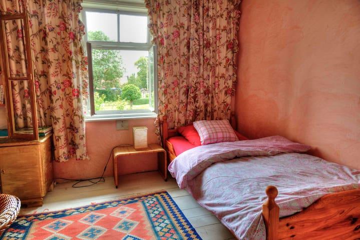 Idyllisches Zimmer im Vintage-Stil
