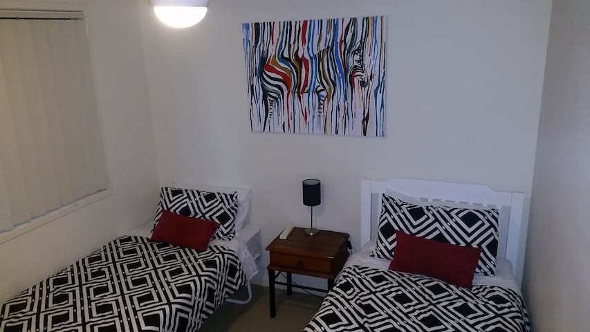 Flexible Solo, Twin or Couple Room in Oxley
