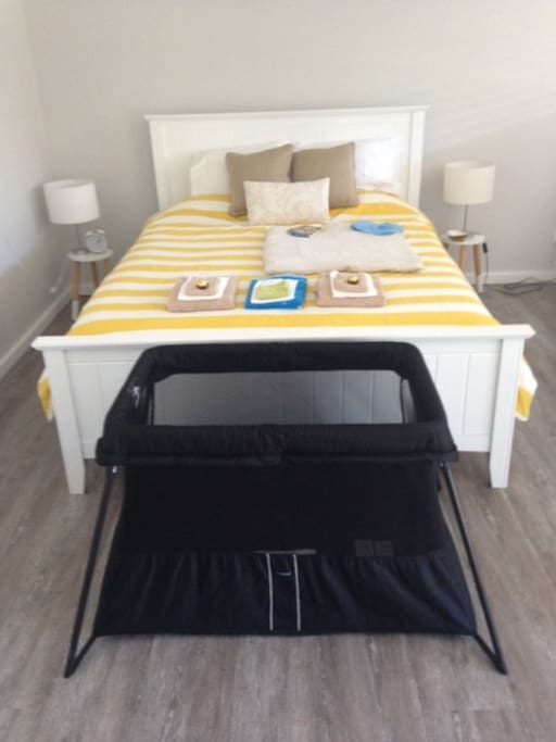 Possible position of the Baby Bjoern Travel Cot