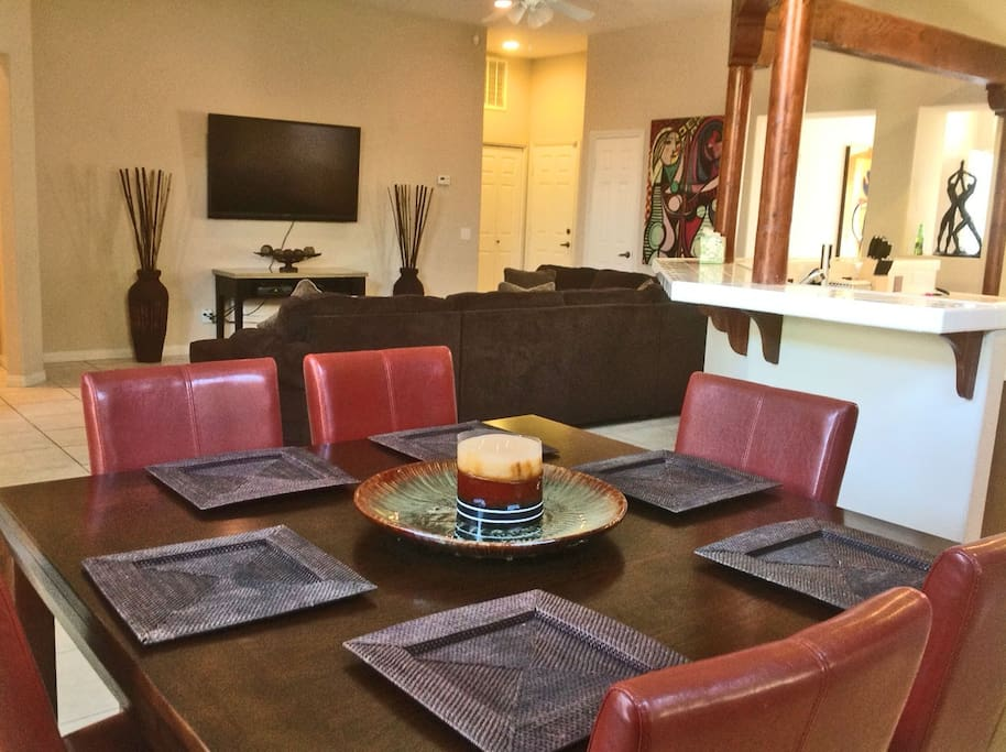 Dining area off family room + kitchen