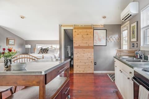 Guest Suite in Charleston's Coolest Neighborhood