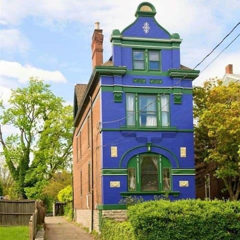 Helentown Hostel - Master Blue Bunk Bottom