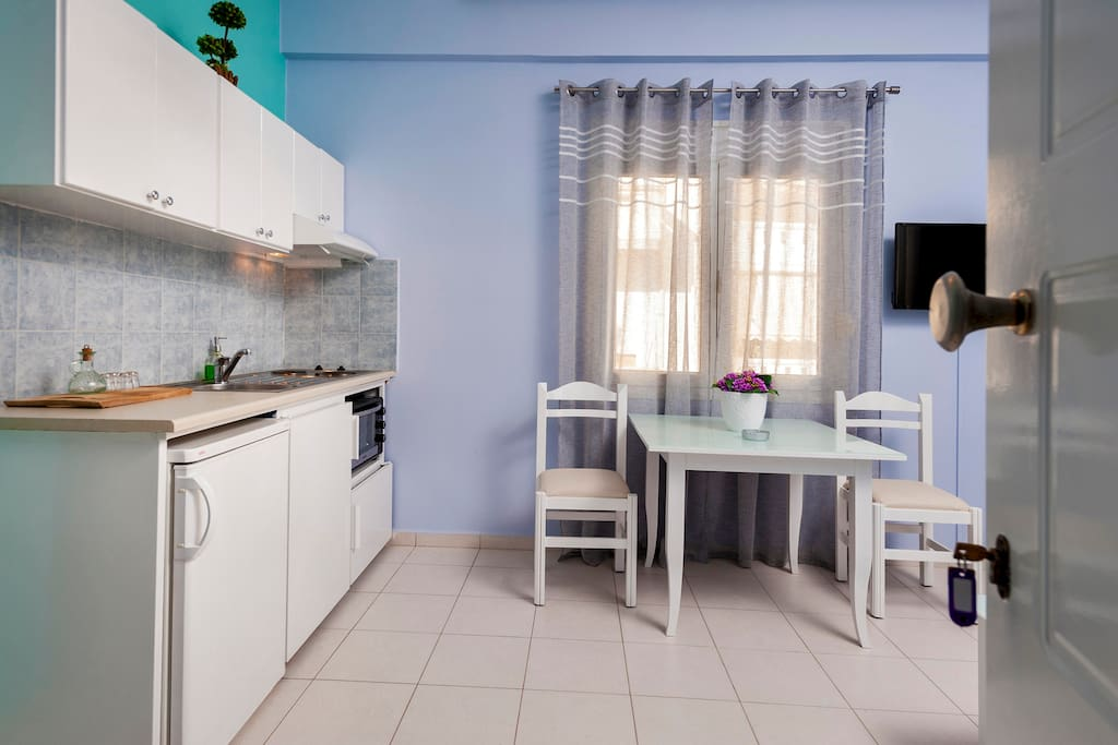 Luxury 1st floor Apartment with twin bedroom , living room  and kitchen !!!