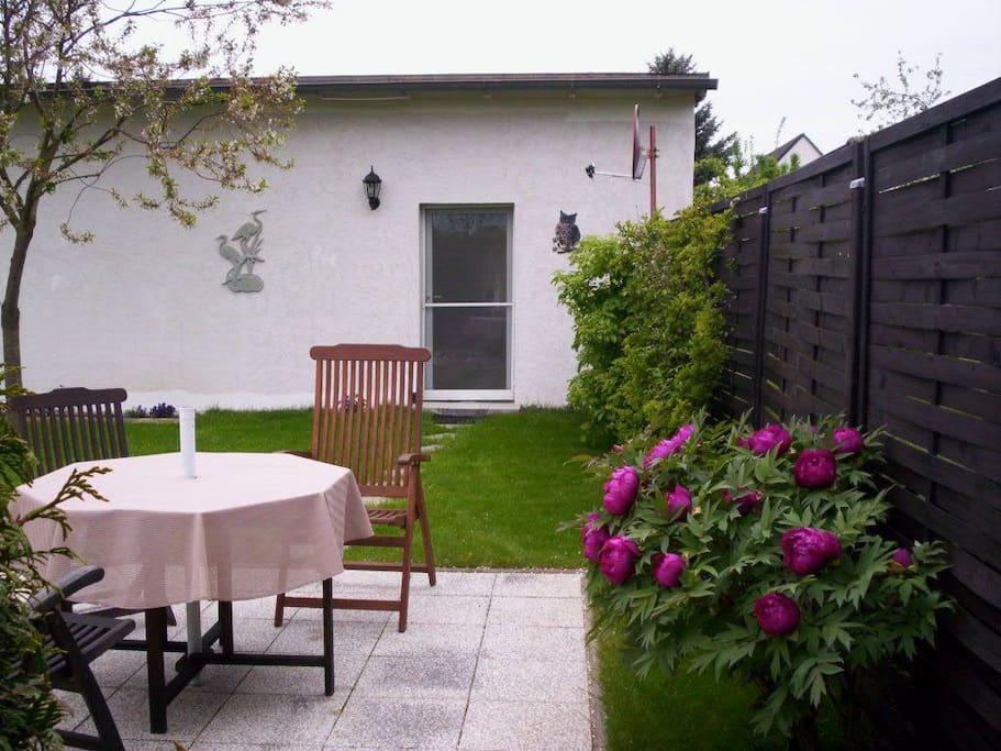 Sitzecke im Garten mit seeblick zur Insel Tollow!