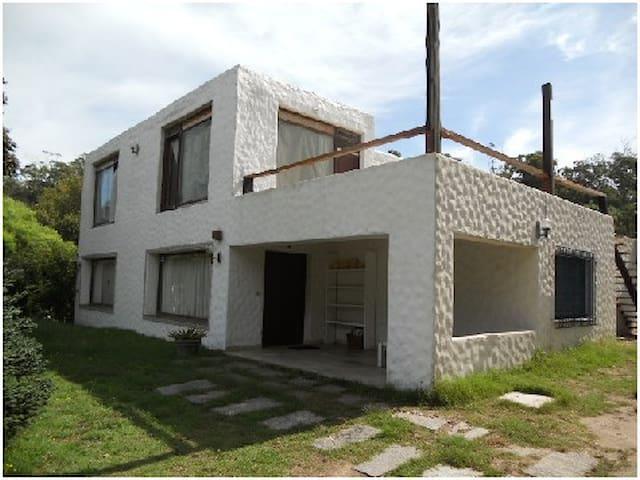 AMPLIA CASA DE 2 DORMITORIOS - Huis