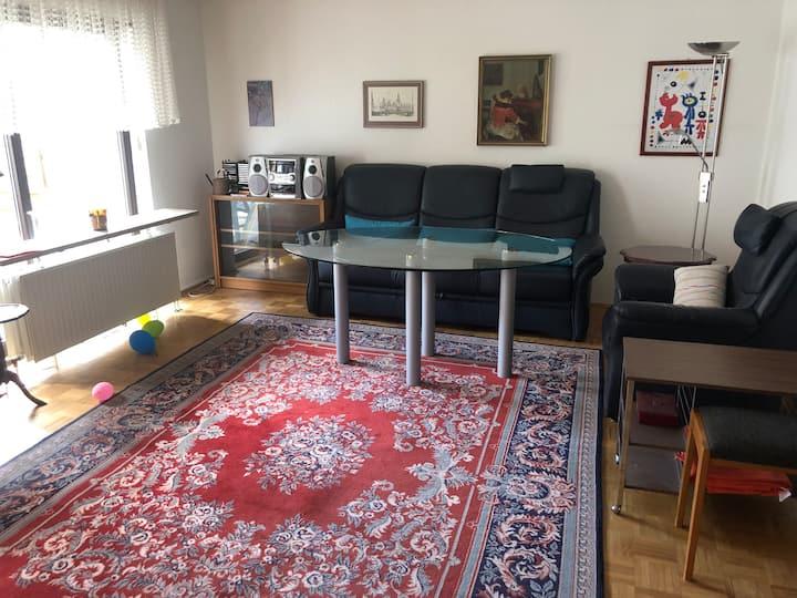 Zimmer #2  mit gemeinschaftlichen Räumen im Haus