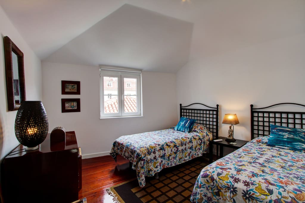 Spacious second bedroom with 2 90x200 beds
