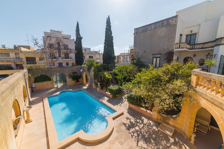 Four-bedroom villa + swimming pool :) (Ref: JM) - Ħal Balzan - Villa