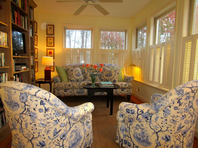 Private, sunny 2BR garden apartment. - Charlottesville - Byt