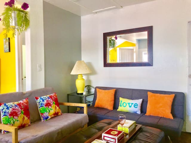 2 BEDROOMS/Studio with Parking/Wifi/Prime Location - Glendale - Casa