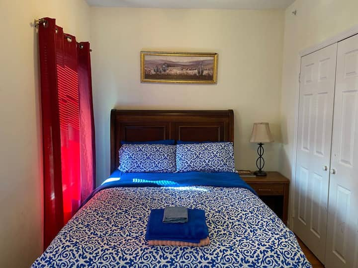 "RED ""D"" ROOM 9MINS TO PENN/RUTGERS/NEWARK AIRPORT"
