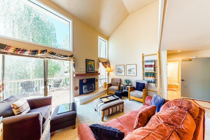 Pleasant family-friendly condo w/ shared pool and tennis & private washer/dryer!