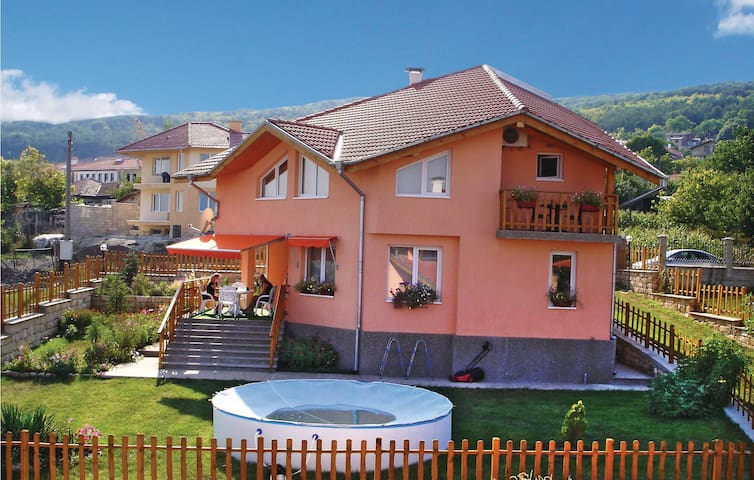 Holiday cottage with 3 bedrooms on 180m² in Rogachevo Village