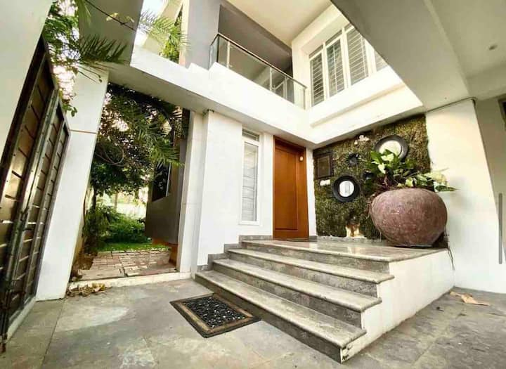 juhu villa by the beach chennai.