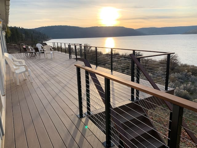 7 bays/Lake Rsvlt home-great views & beach access!