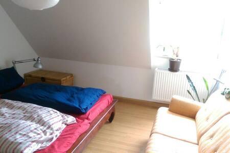 Helles, sauberes Zimmer in ruhiger, zentraler Lage