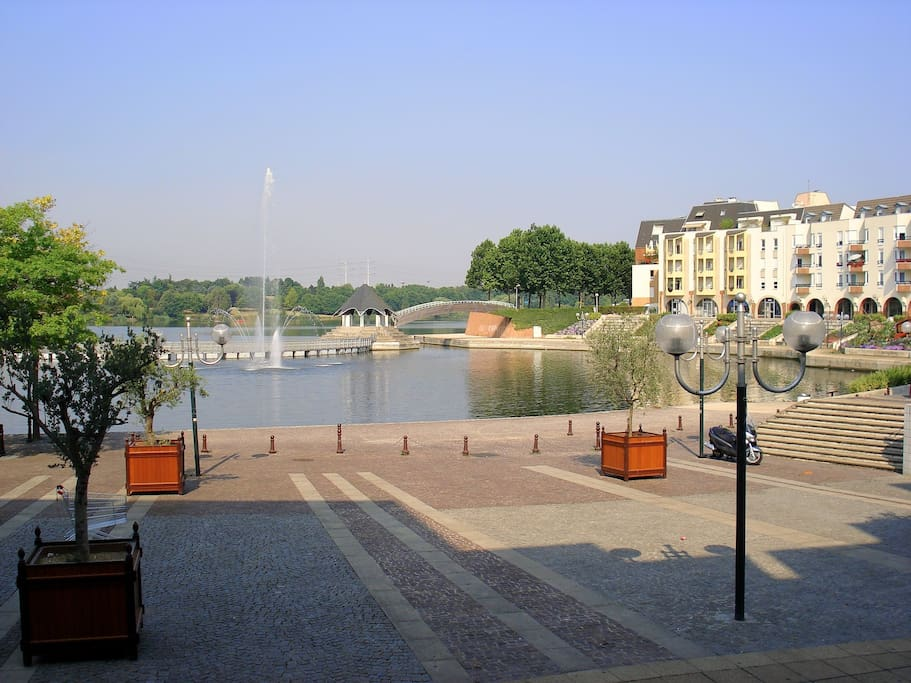 Quartier familial. Lac de 5kms pour balades sympathiques.