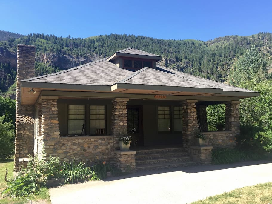 historical 3 bedroom home near river with mtn view