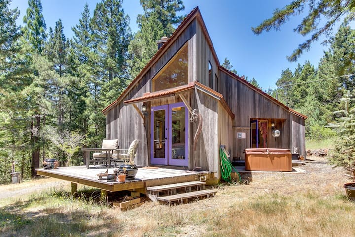 Contemporary cabin w/ cozy fireplace, deck, & private hot tub - dog-friendly!