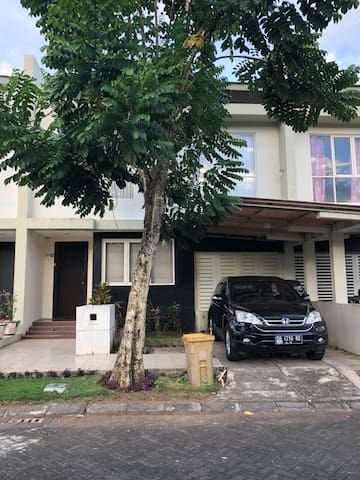Manado whole house for family vacation with pool