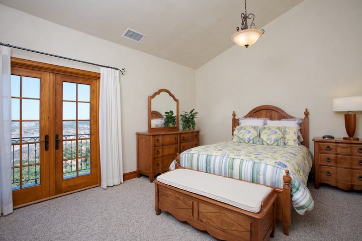 Sunset Room - 1 of 3 Master Suites