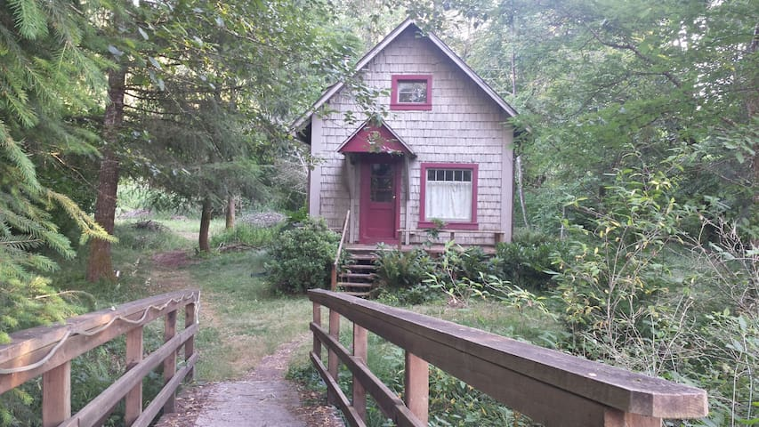 Creek-Side Cottage on a Farmstead - Cottage Grove - Talo