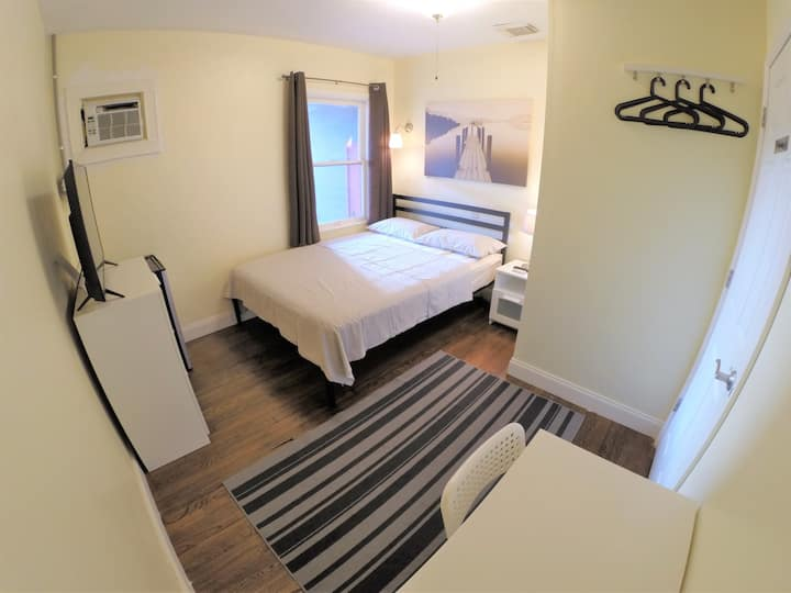 Quietest Private Room in town - Close to Beaches