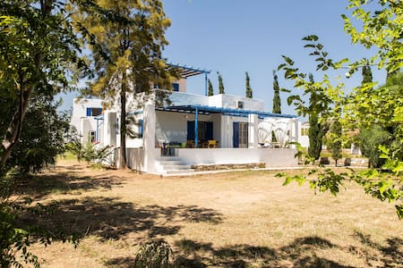 PAROS family home | walk to the beach