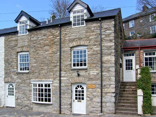 THE GRANARY, pet friendly in Corris, Ref 16309