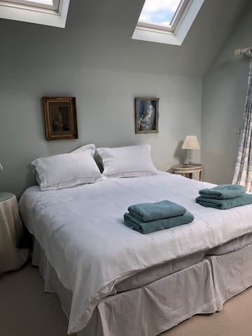 Comfortable suite  1 or 2 beds private bathroom