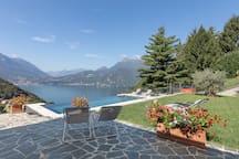 Piscina con vista Villa Silvi