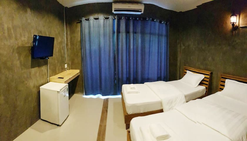 Twin Bed Cozy Room Close to Koh Tao - Amphoe Mueang Chumphon - Bed & Breakfast