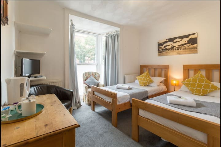 Vintage Twin Room in the Heart of Kemptown