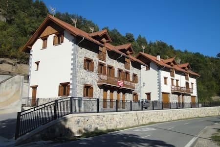 Vivienda en Garde(Valle del Roncal) - Garde - Hus