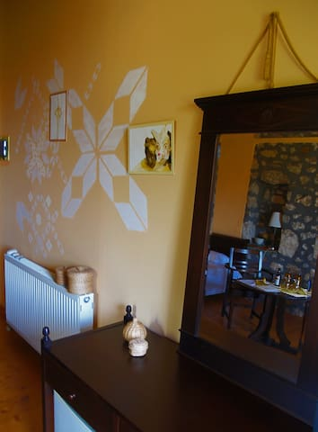 neion guesthouse - yellow room - Levkas - Bed & Breakfast