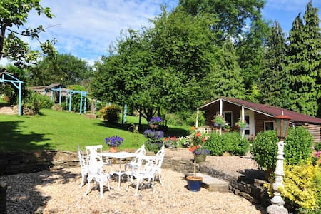 Cosy Garden Chalet for all seasons - Stockport