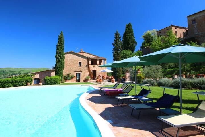 Attractive Farmhouse in Montalcino with Private Terrace